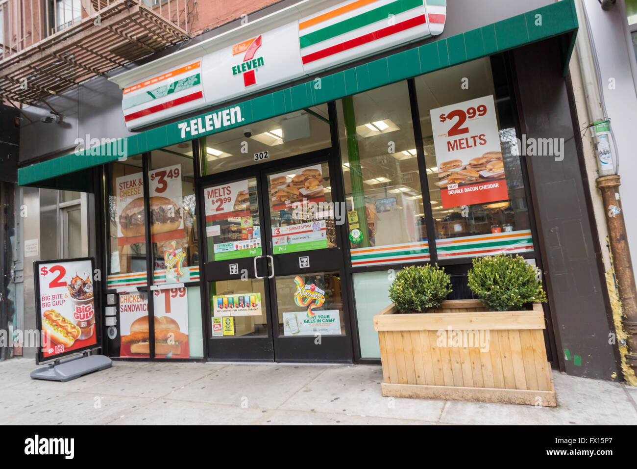 Stock Photo A 7 Eleven Convenience Store In New York On Thursday April