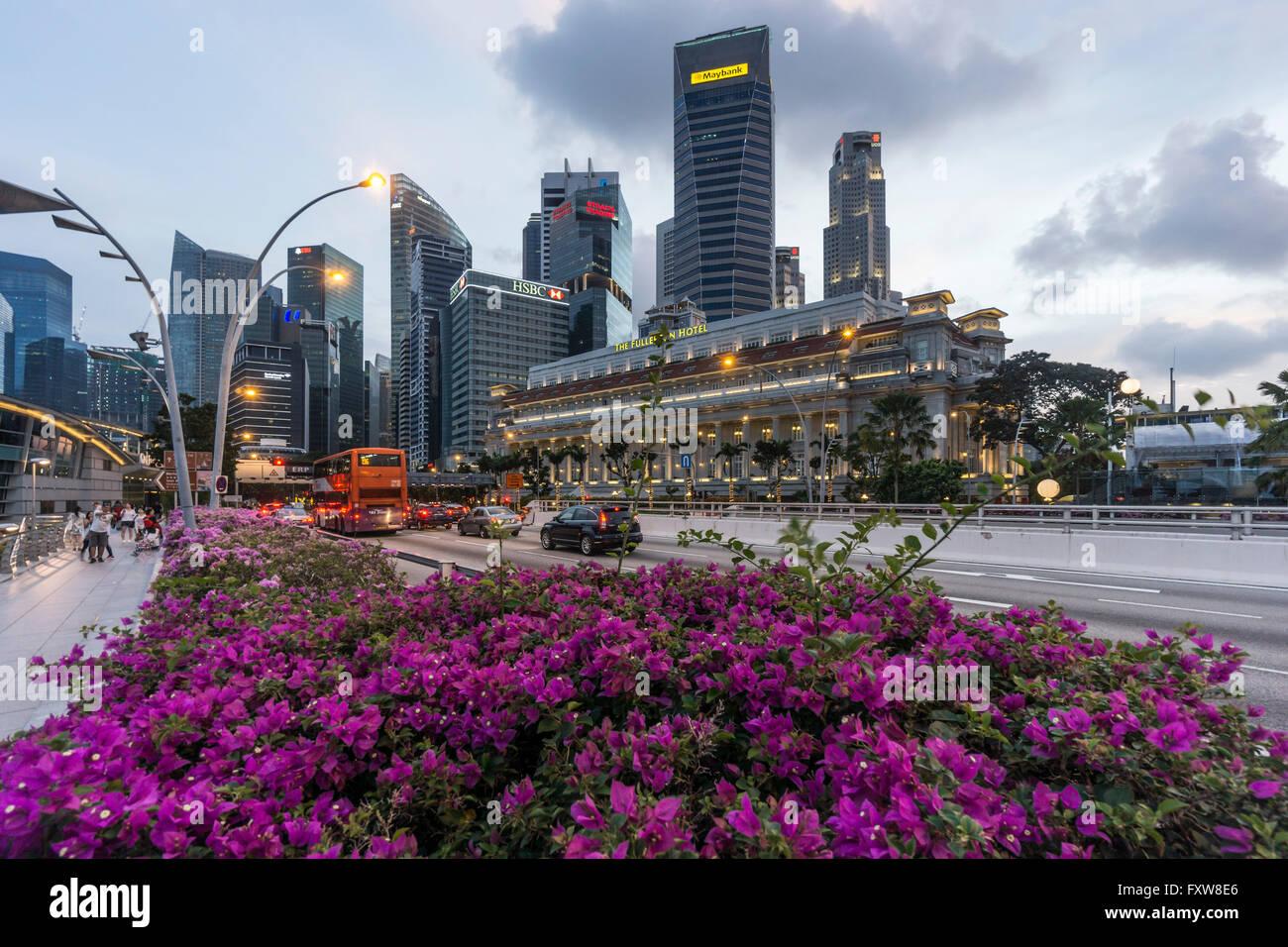 Financial District, Fullerton Hotel, Skyscraper,  Twilight,  Singapore, Singapur, Southest Asia, travelstock44 Stock Photo