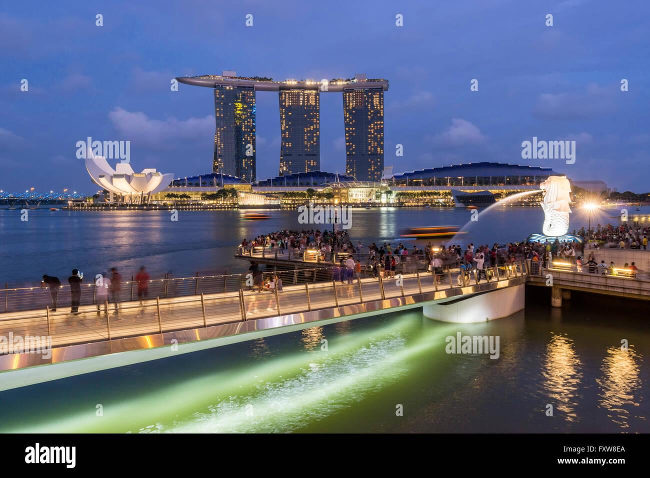 Marina Bay, Merlion, Marina Bay Sands Hotel, Pier, Singapore, Singapur, Southest Asia, travelstock44 Stock Photo