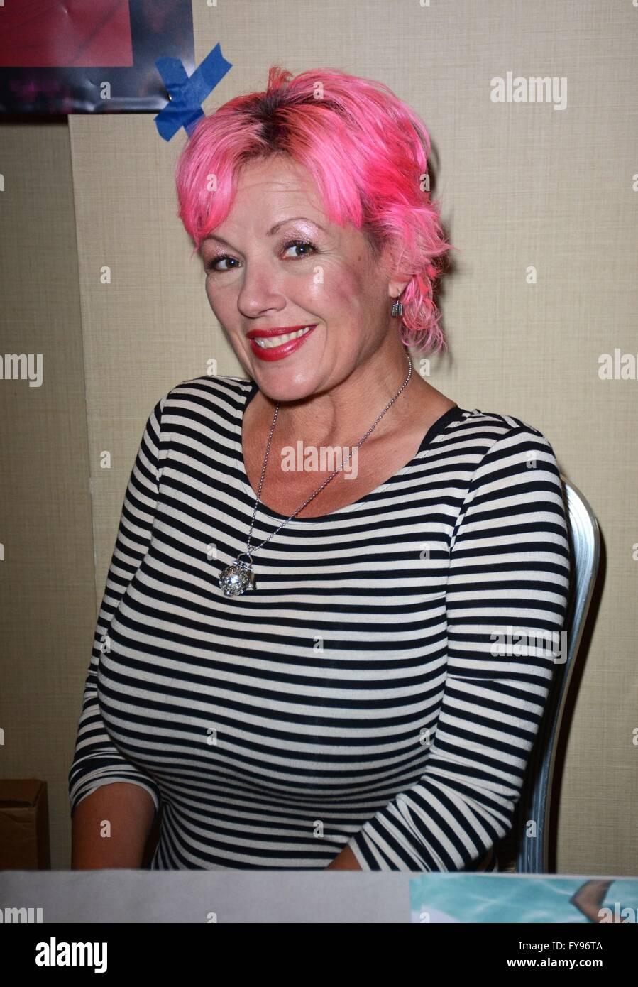 Julie Smith Nude Photos 4