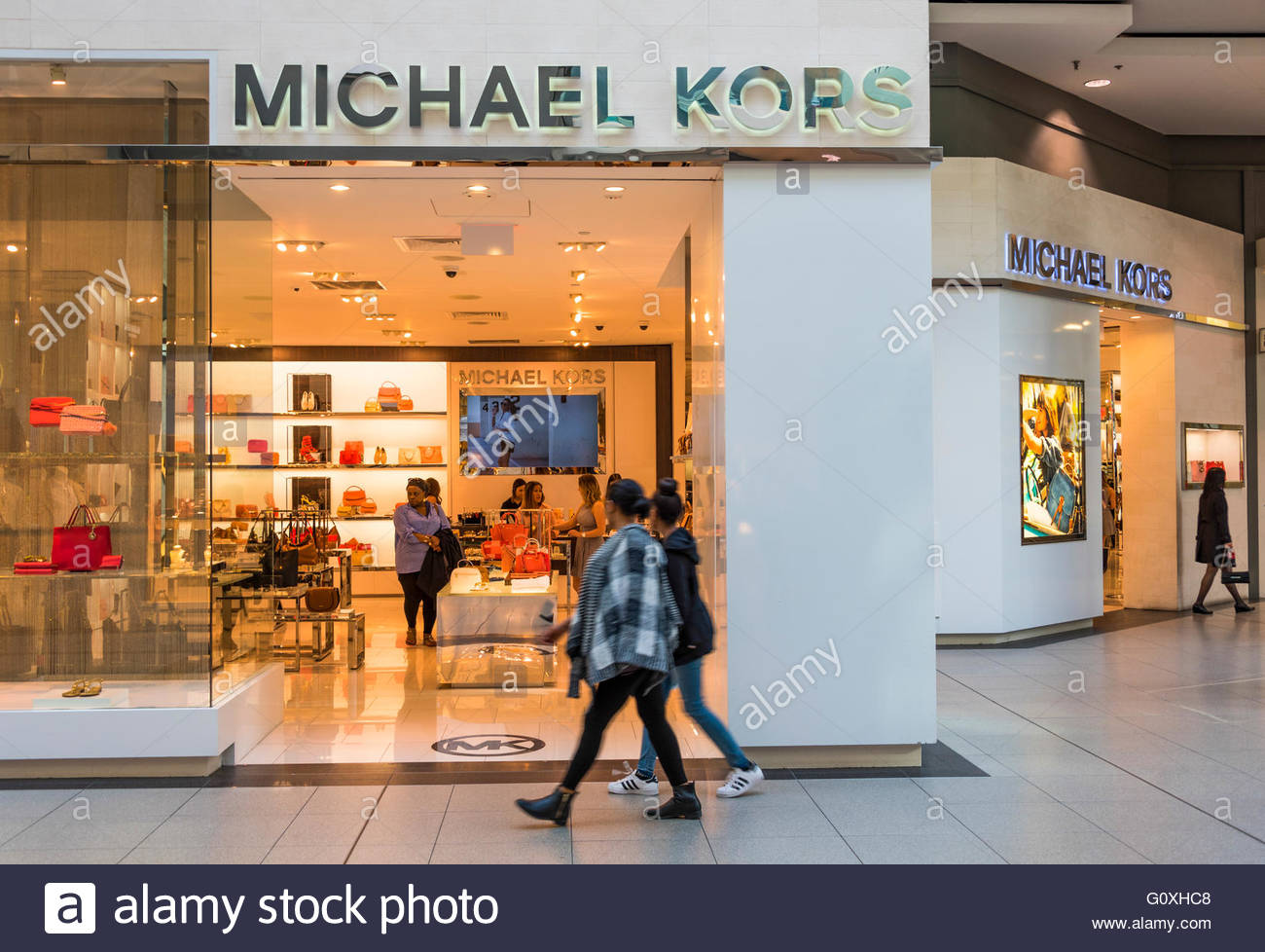 Michael Kors Service Promise. Memorable service is at the heart of Michael Kors. We are committed to making shopping a breeze, to offering the biggest selection of the absolute best products, and to giving you style insight and insider access that works for your 24/7 lifestyle.