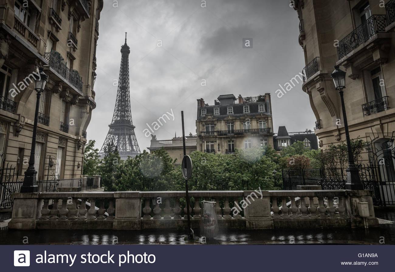 vintage-photo-of-tour-eiffel-paris-G1AN9A.jpg