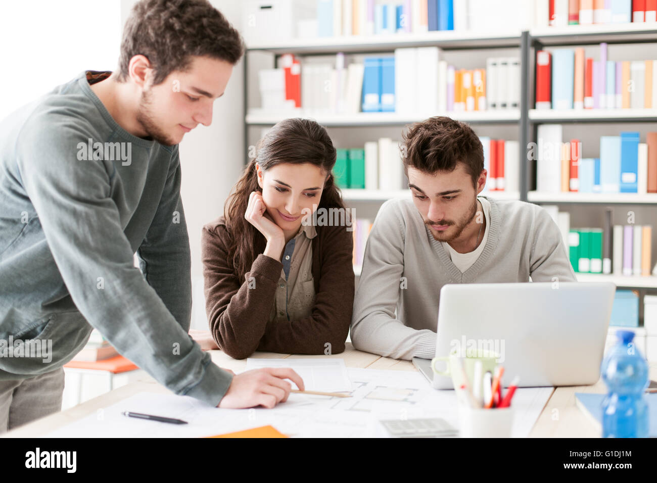 the pressure of working college students For some students, working in college is a necessity for others, it is simply a desire whatever the reason, however, it's important to know the pros and cons of working while in college before agreeing to take a job.