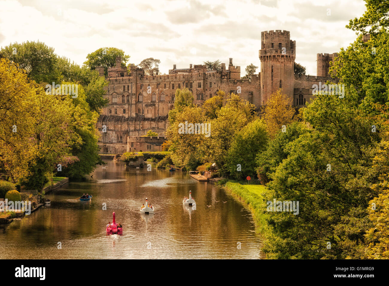 warwick-castle-and-the-river-avon-warwic