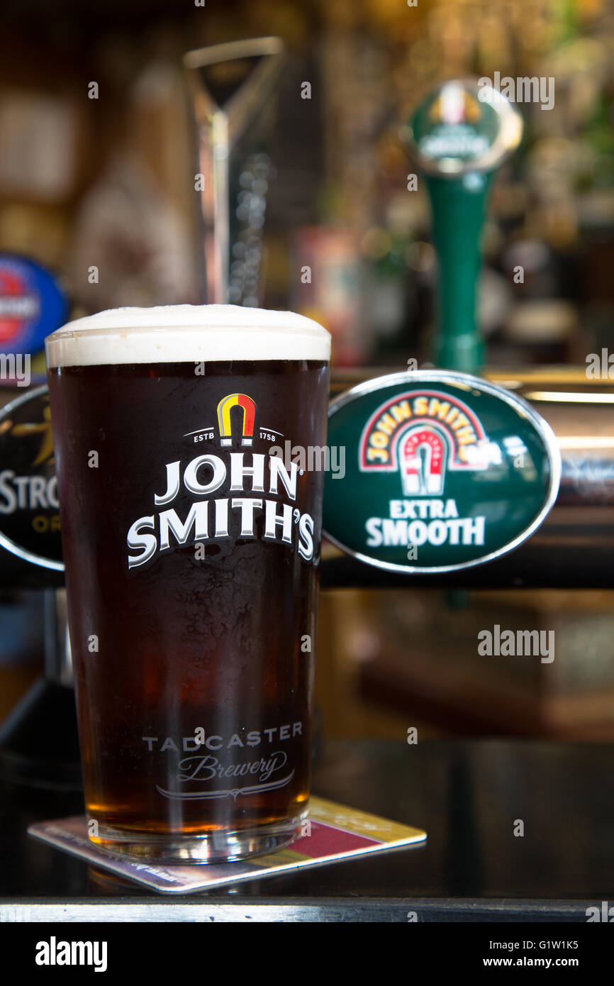 a-freshly-pulled-pint-of-john-smiths-bee