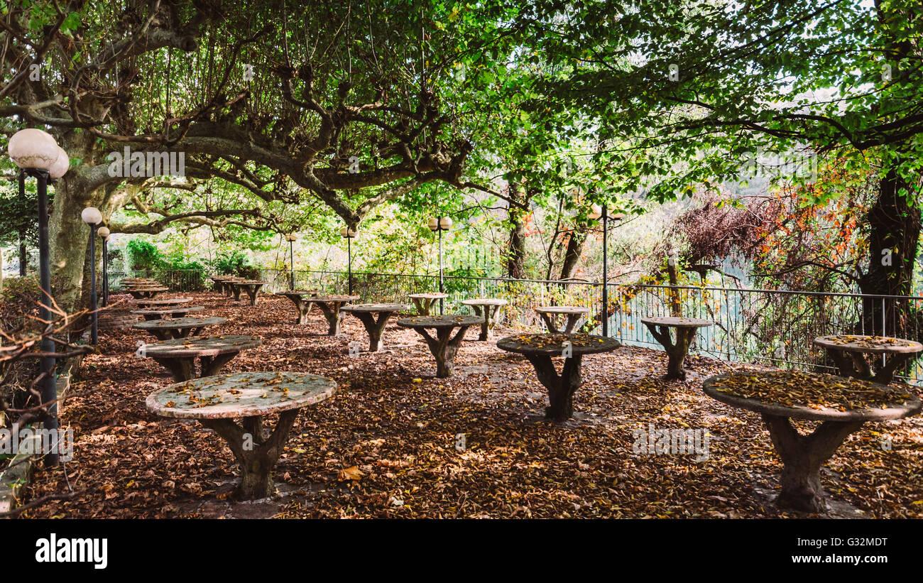 picnic-in-the-fall-G32MDT.jpg