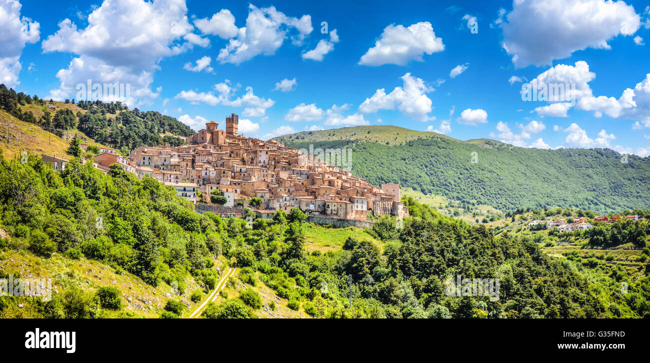 Castel del Monte mountain village, Gran Sasso e Monti ...