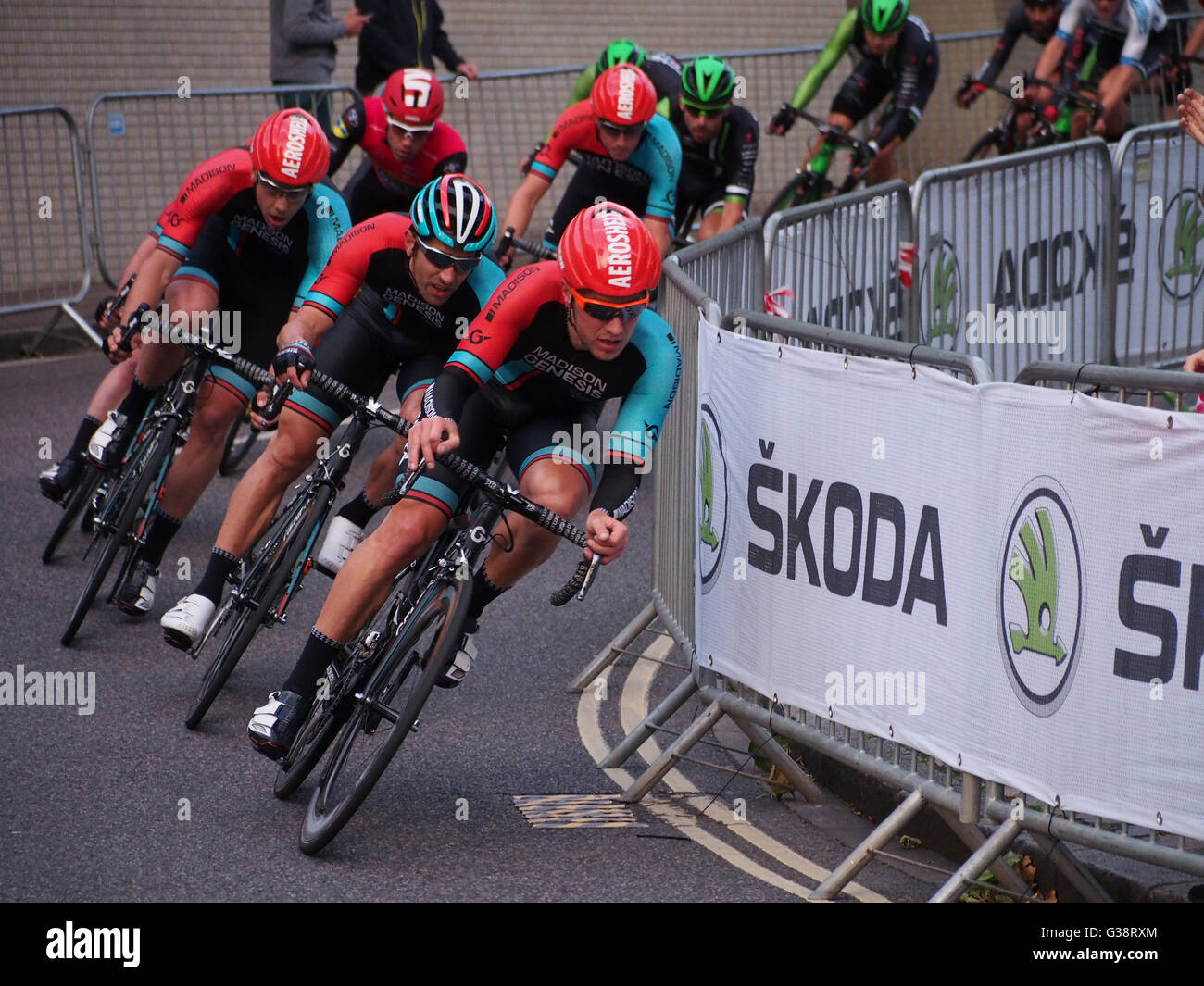 portsmouth-uk-09-june-2016-cyclists-from