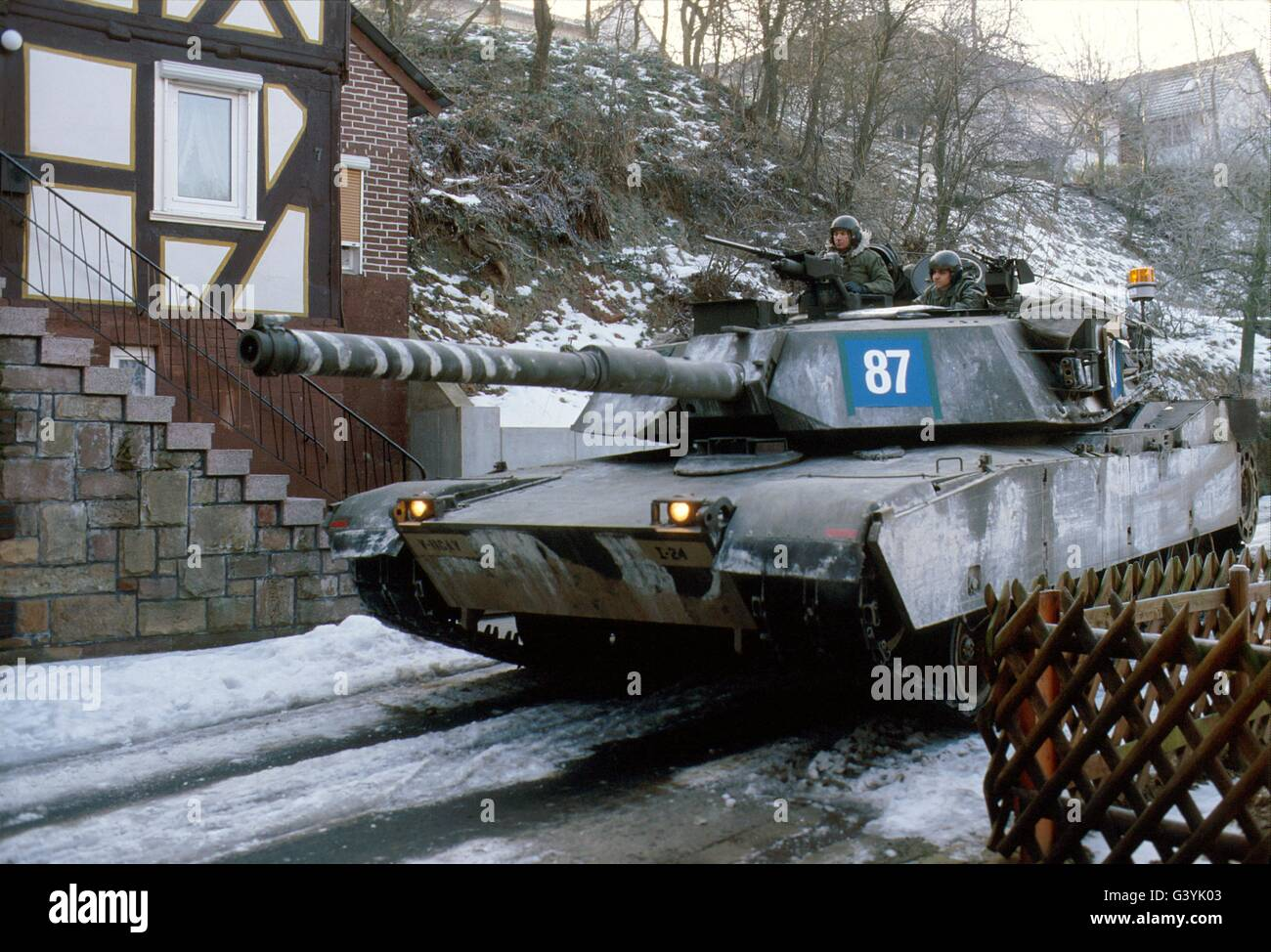 http://c7.alamy.com/comp/G3YK03/us-army-tanks-m-1-abram-during-nato-exercises-in-germany-G3YK03.jpg