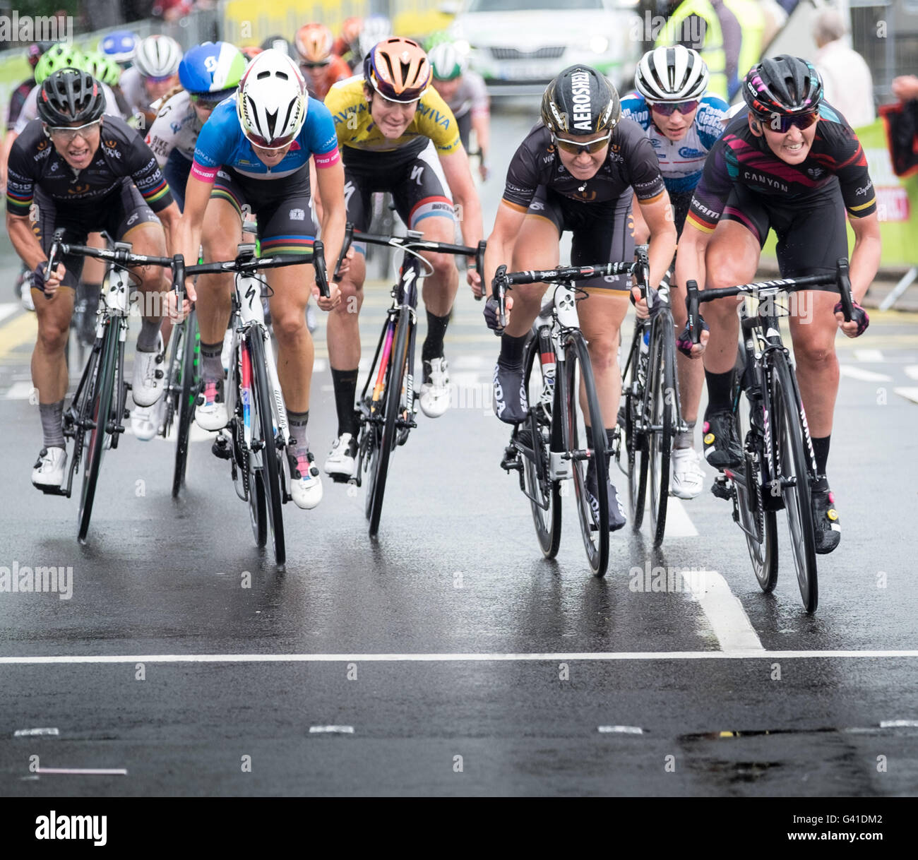 riders-sprint-for-the-finish-line-at-the