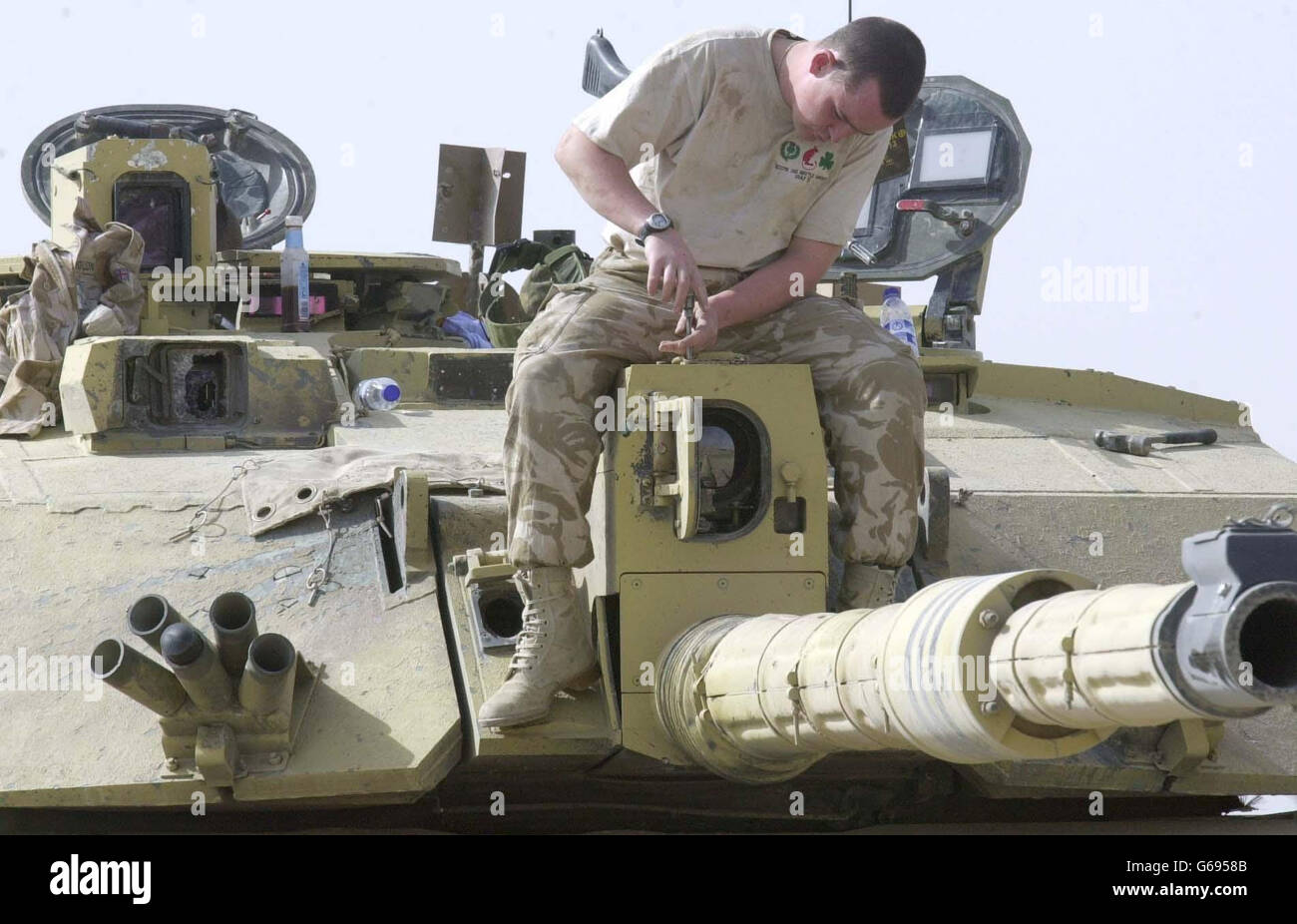 http://c7.alamy.com/comp/G6958B/soldier-repairs-damaged-tank-G6958B.jpg