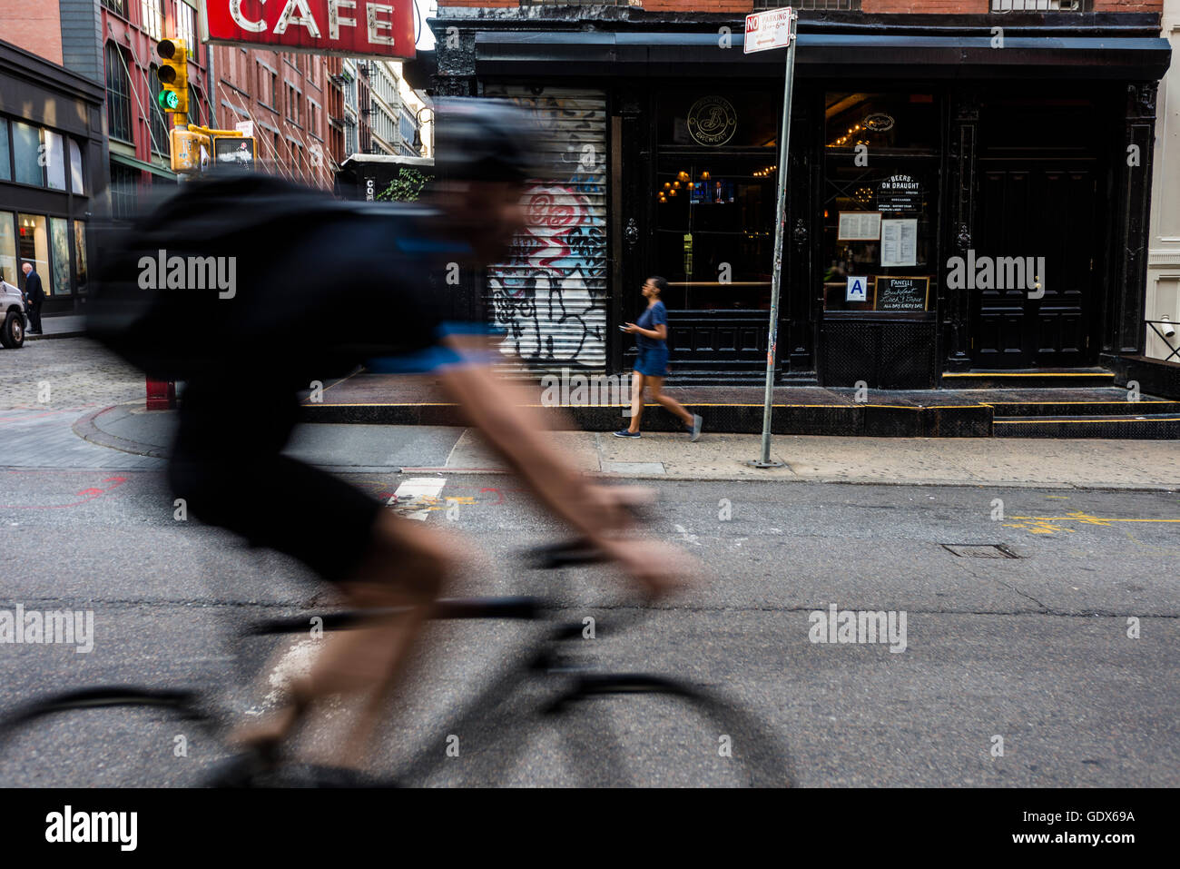 new-york-usa-19-july-2016-bicycle-commut