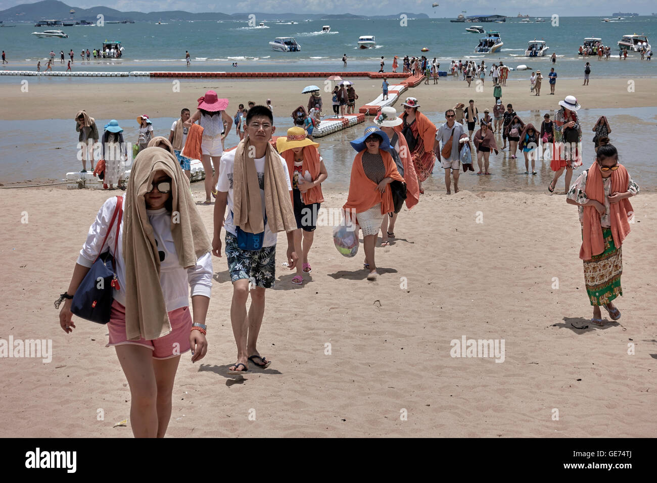large-group-of-chinese-tourists-returnin