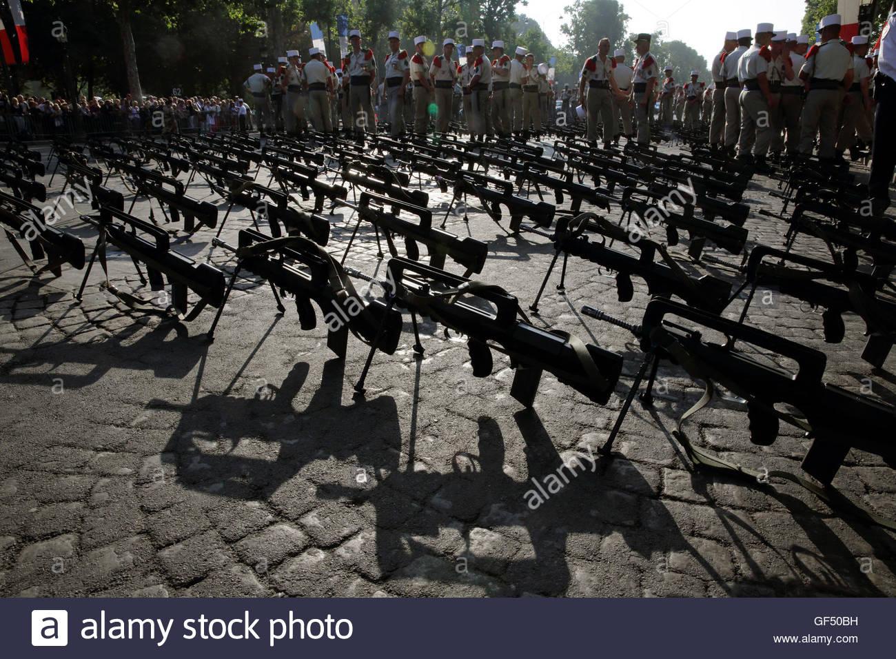 У французских военных украли две автоматические винтовки FAMAS