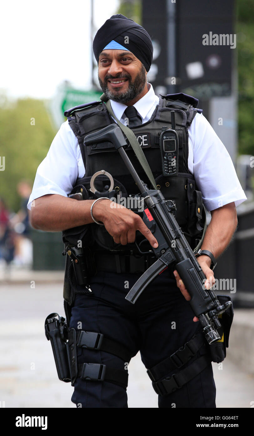 how to become an armed police officer