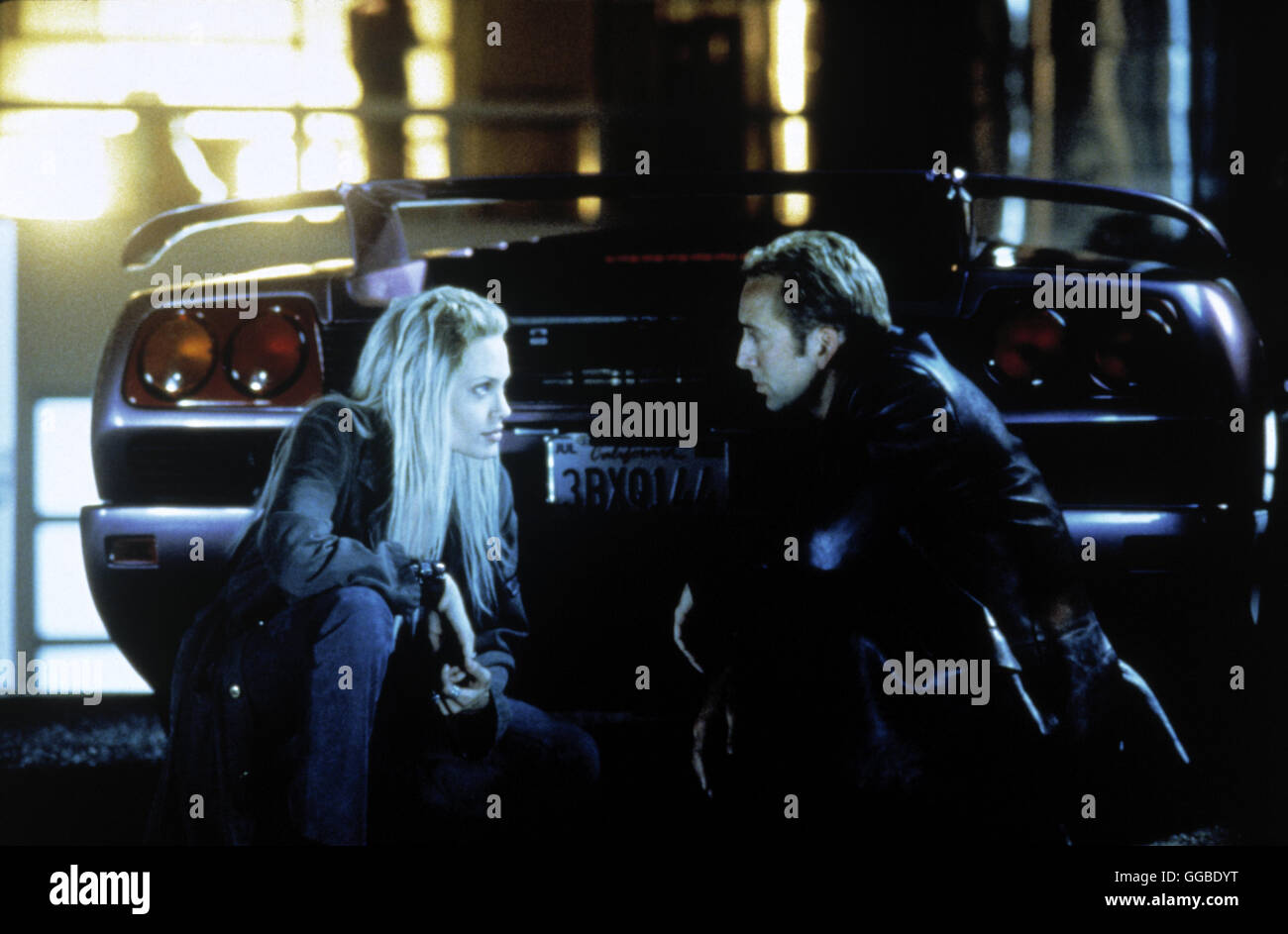 NUR NOCH 60 SEKUNDEN Gone in Sixty Seconds USA 2000 Dominic Sena Sway (ANGELINA JOLIE) and Randall (NICOLAS CAGE) Stock Photo