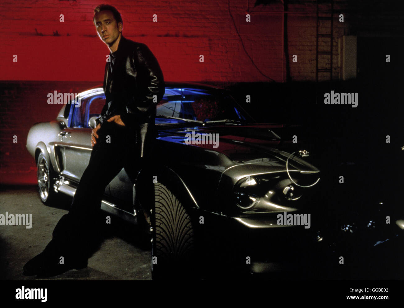 NUR NOCH 60 SEKUNDEN Gone in Sixty Seconds USA 2000 Dominic Sena Randall 'Memphis' Raines (NICOLAS CAGE) and his Stock Photo