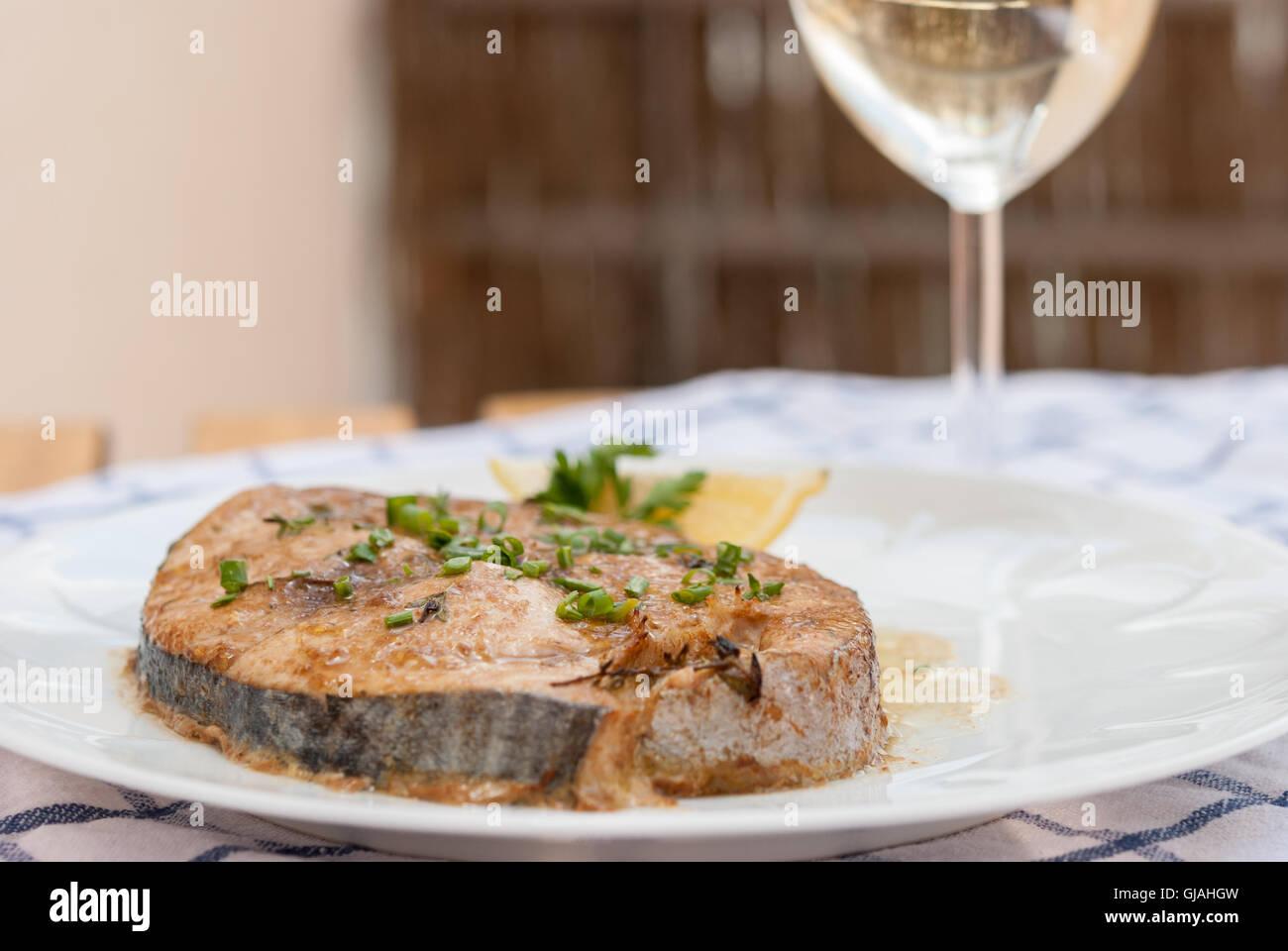 how to make baked tuna steak