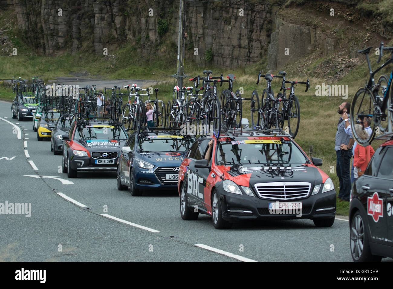 Cheshire, UK. 6th September, 2016. Support cars behind the peloton during the climb to the Cat and Fiddle. Credit: Stock Photo