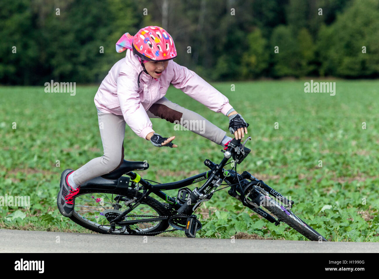 child fall off the bike Stock Photo: 121291872 - Alamy