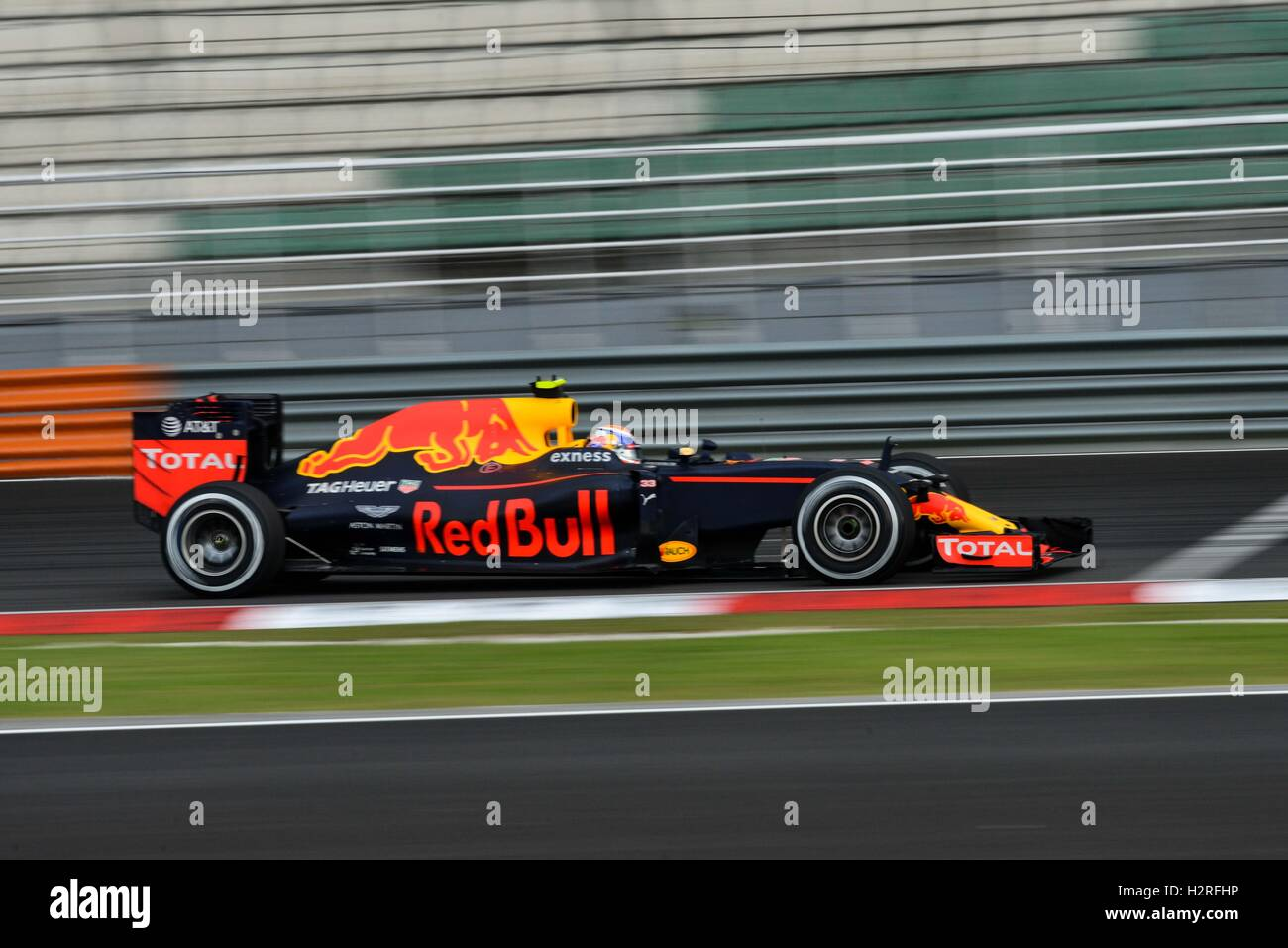 Sepang, Malaysia. 1st Oct, 2016. Red Bull Racing's driver Max Verstappen drives during the qualifying session of Stock Foto