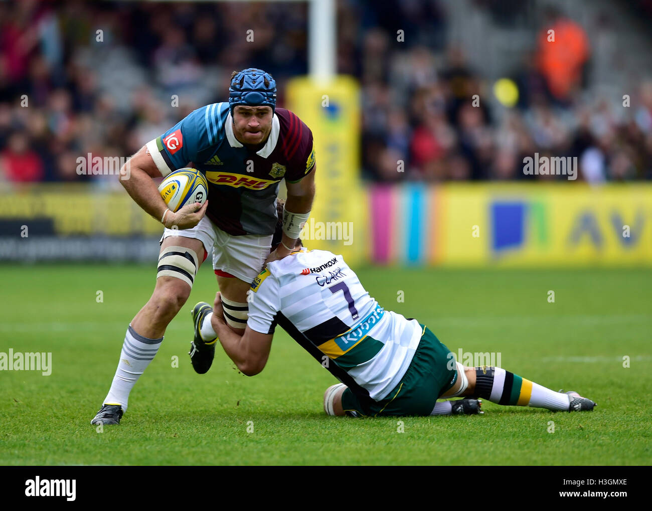 London, UK. 8th October, 2016. James Horwill (c) of Harlequins was tackled during Aviva Premiership Rugby game between Stock Foto