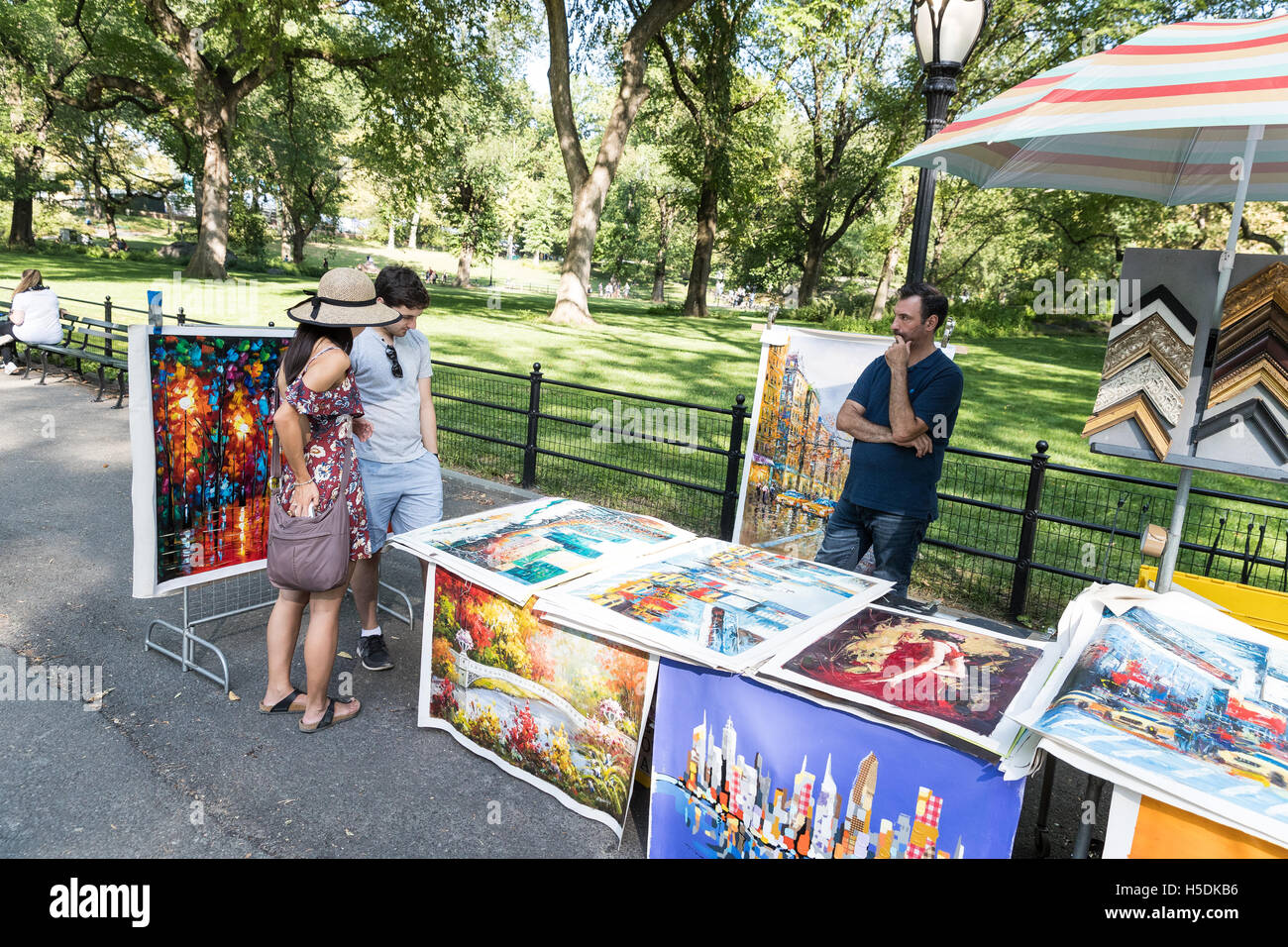 Street vendor selling art canvas prints paintings to for Sell art prints online