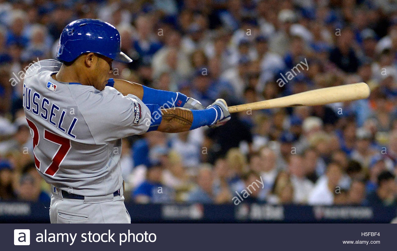 Los Angeles, California, USA. 20th Oct, 2016. Chicago Cubs' Addison Russell hits a two run home run against the Stock Foto