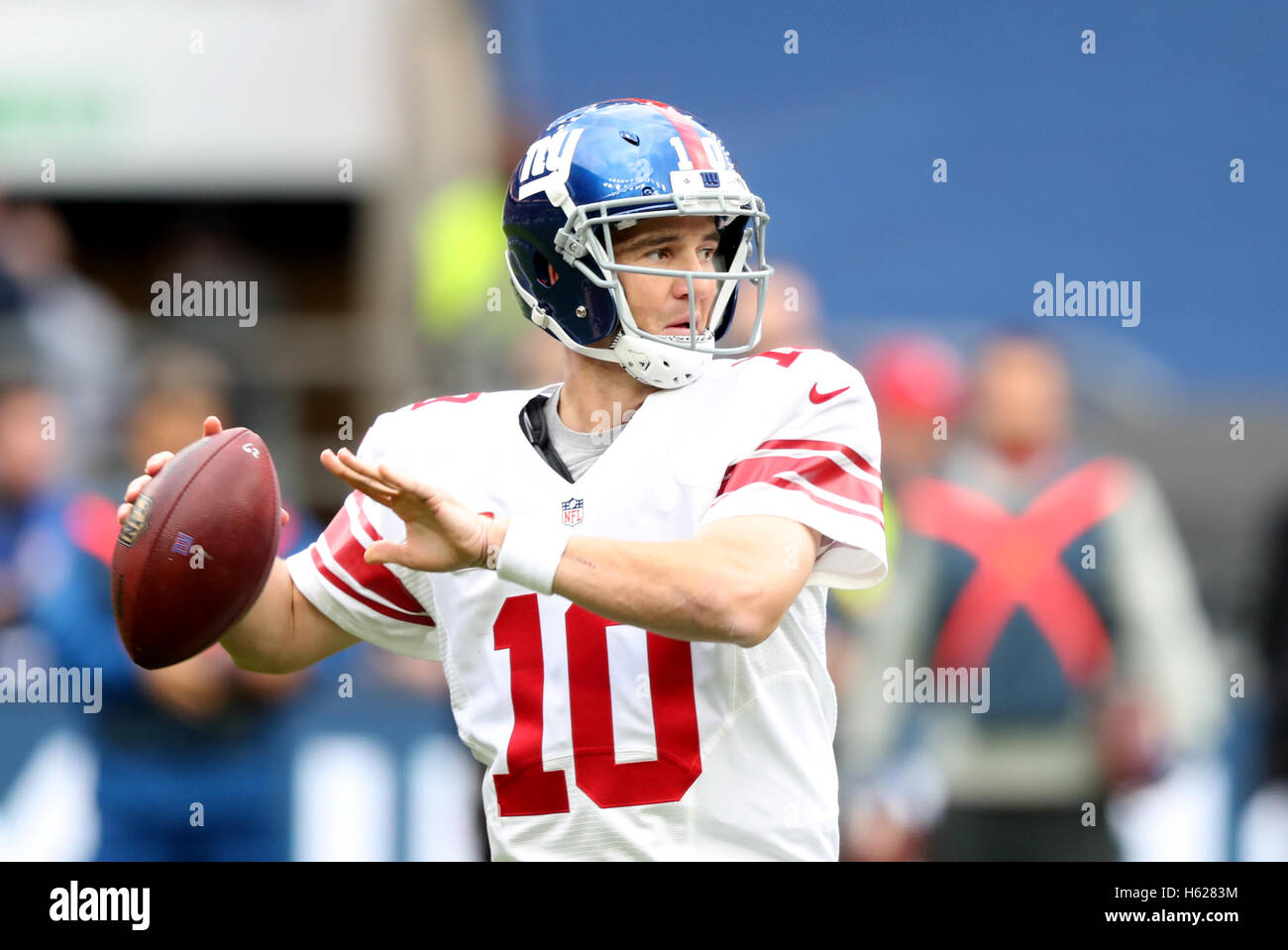 New York Giants' Eli Manning during the NFL International Series match at Twickenham, London. Stock Foto