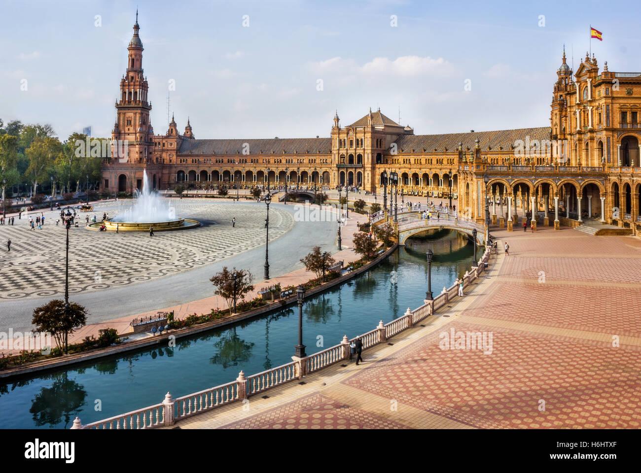 spanish-square-in-sevilla-spain-H6HTXF.j
