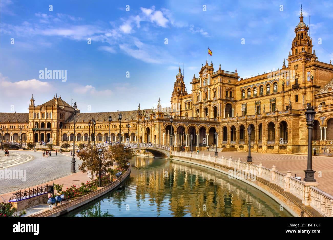 spanish-square-in-sevilla-spain-H6HTXH.j