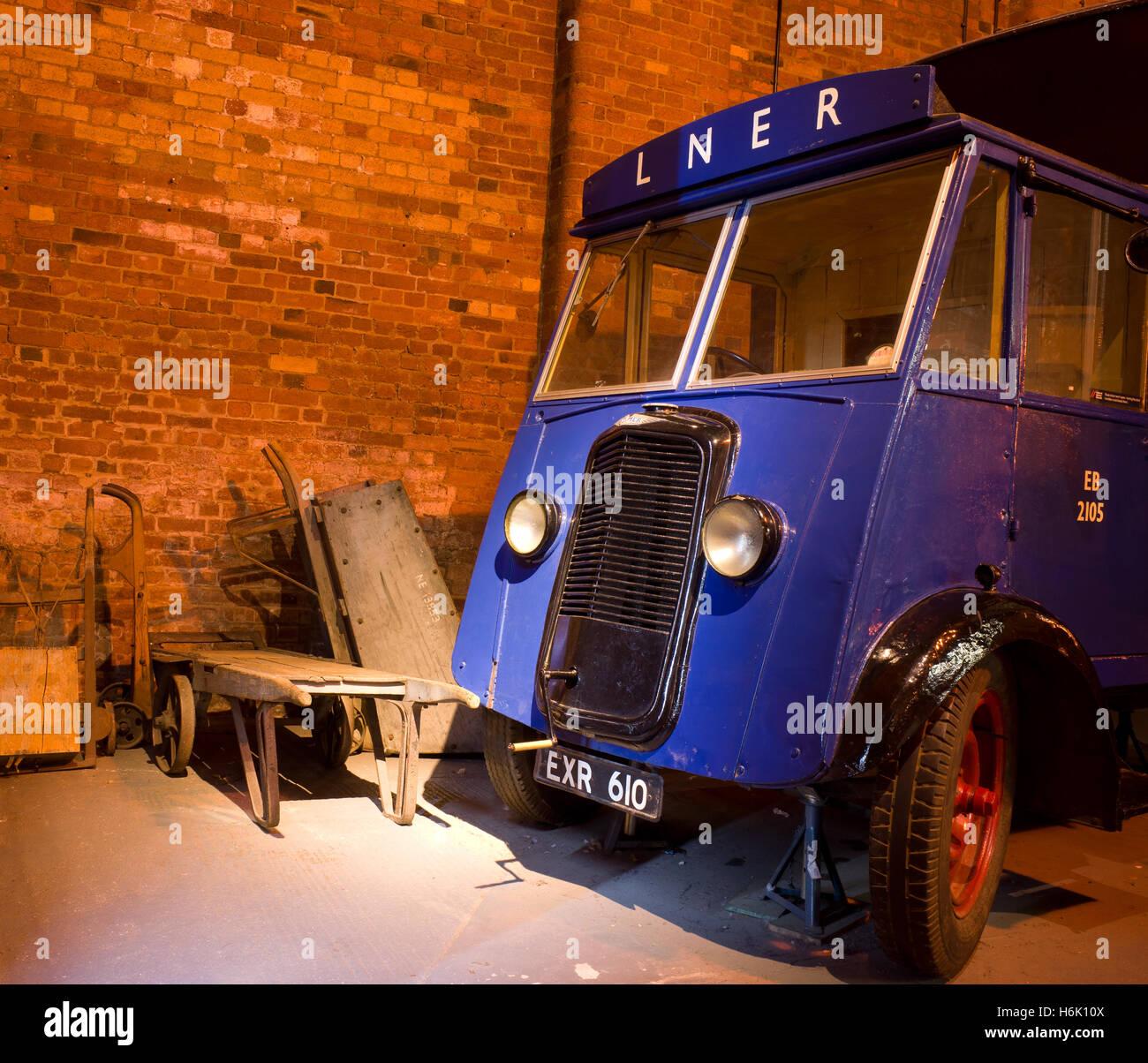 blue-commer-parcel-lner-truck-inside-nat