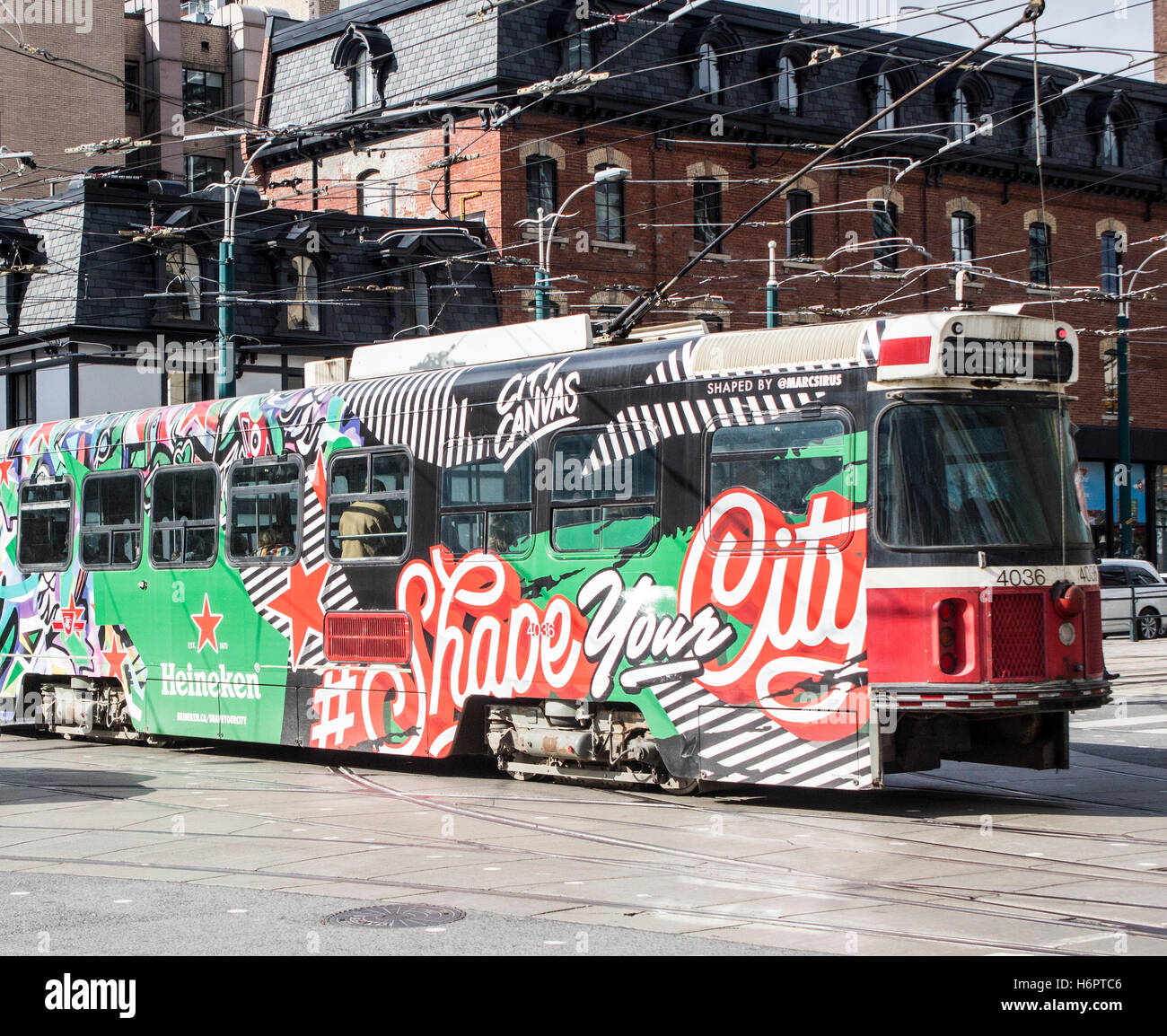 clrv-streetcar-with-advertisement-on-sid