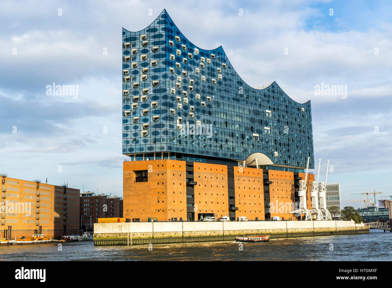 The new Elbphilharmonie, philharmonic concert hall, in the Hafencity district, at the Elbe river in Hamburg, Germany Stock Photo