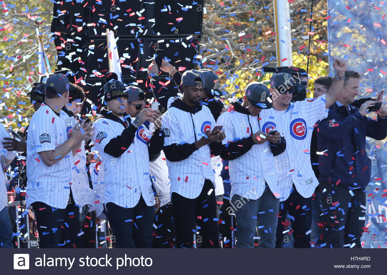 Chicago, USA. 4th Nov, 2016. Chicago Cubs players address fans during a rally in Grant Park to celebrate the team's Stock Foto