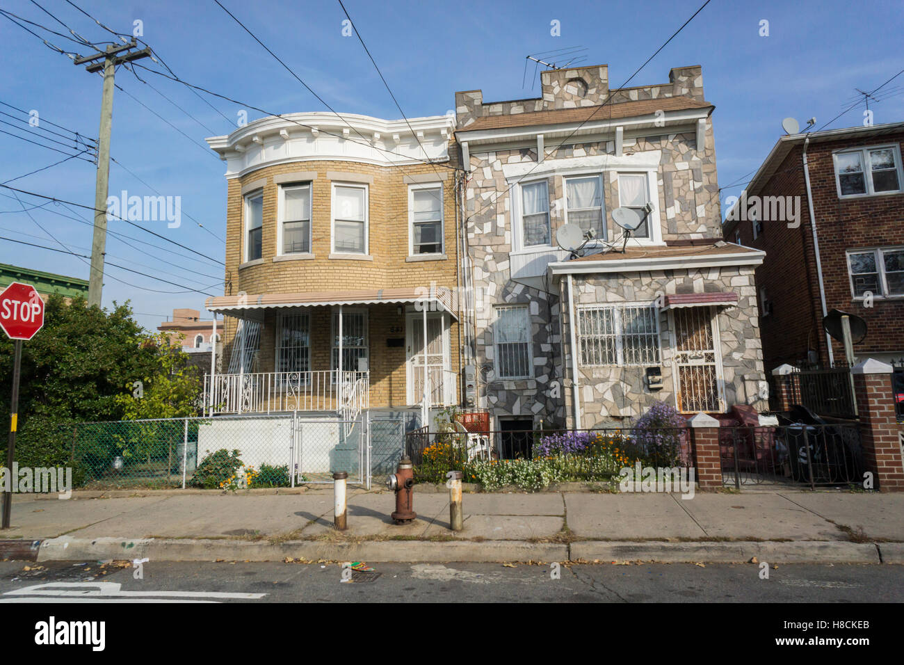 Homes in the city line neighborhood on the brooklyn queens for Buying a house in brooklyn