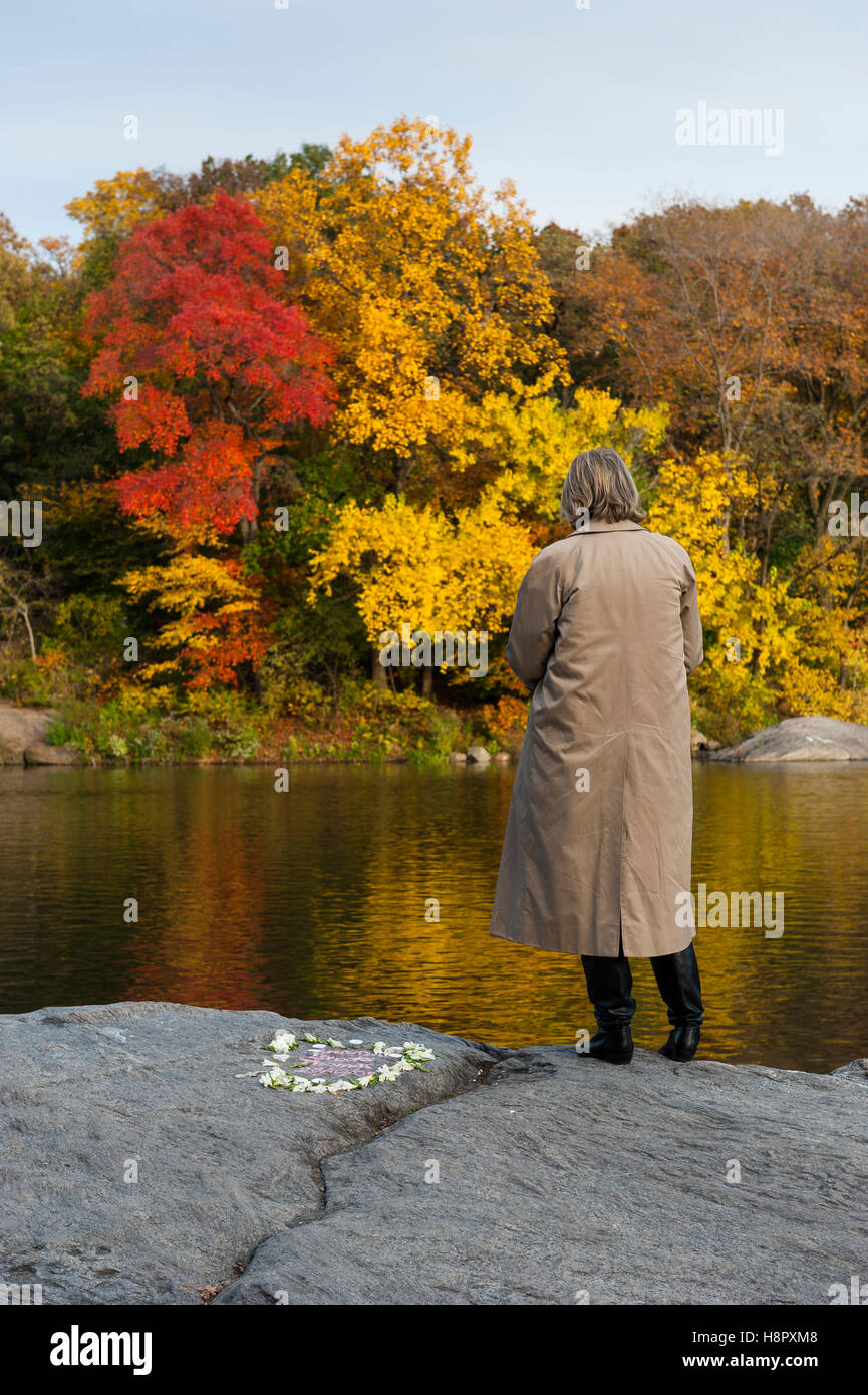 central-park-new-york-city-usa-a-solitary-middle-aged-woman-standing-H8PXM8.jpg