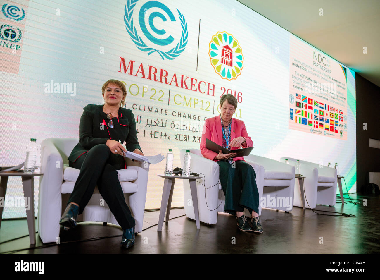 Marrakech, Morocco. 15th Nov, 2016. The German Federal Minister of the Environment Barbara Hendricks (R) and the Stock Photo