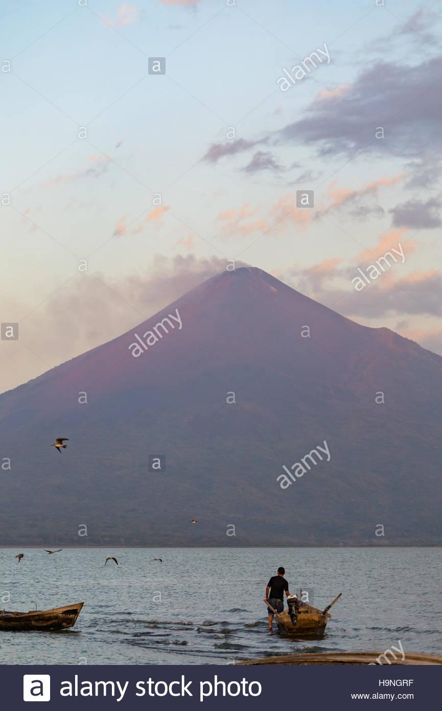 volcan-momotombo-from-puerto-momotombo-n