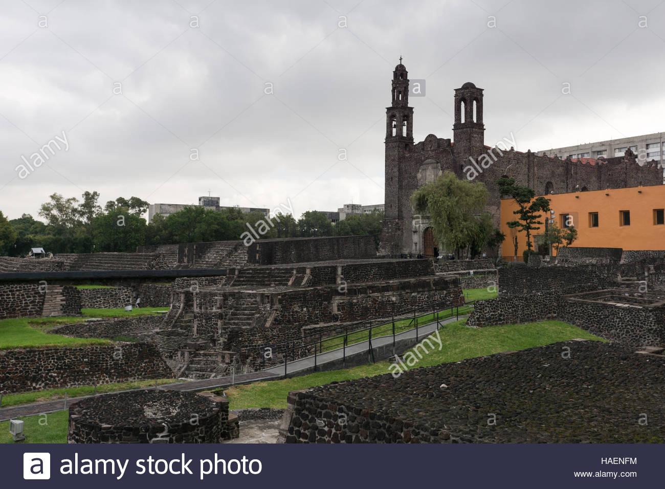 plaza-de-las-tres-culturas-square-of-the