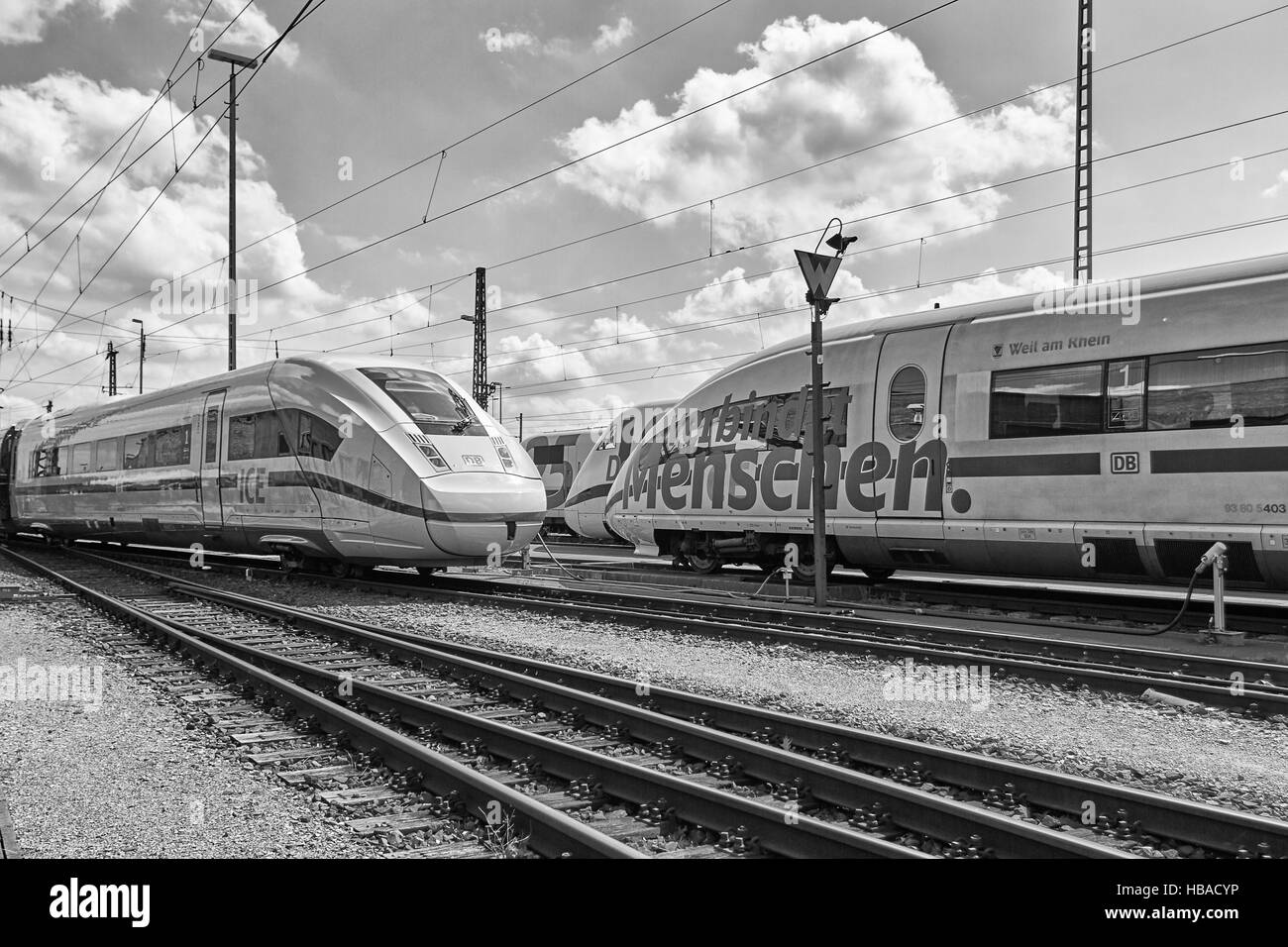 Deutsche Bahn: ICE-Trains in Berlin-Grunewald Stock Foto