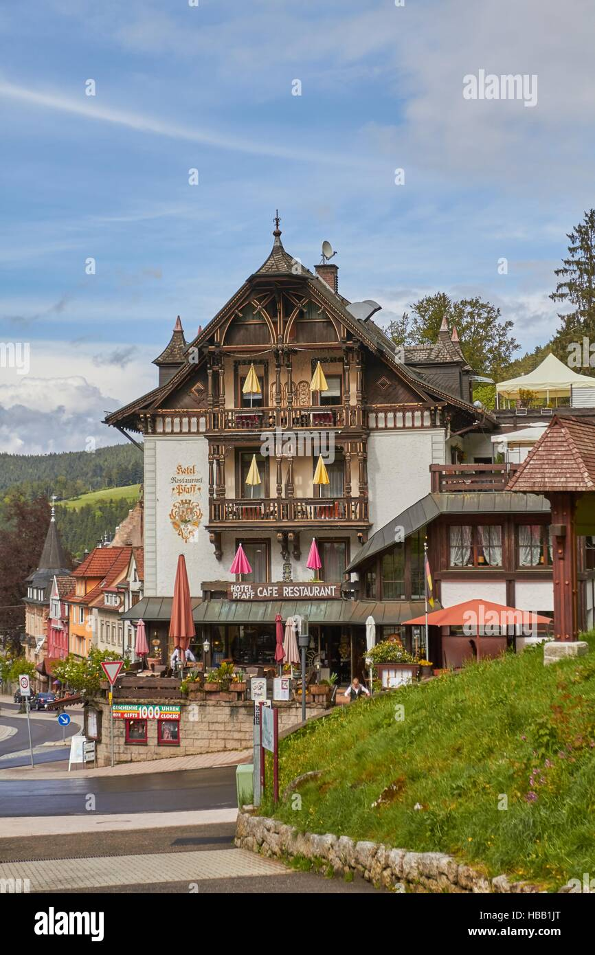 Black Forest: Old Hotel in Triberg Stock Foto