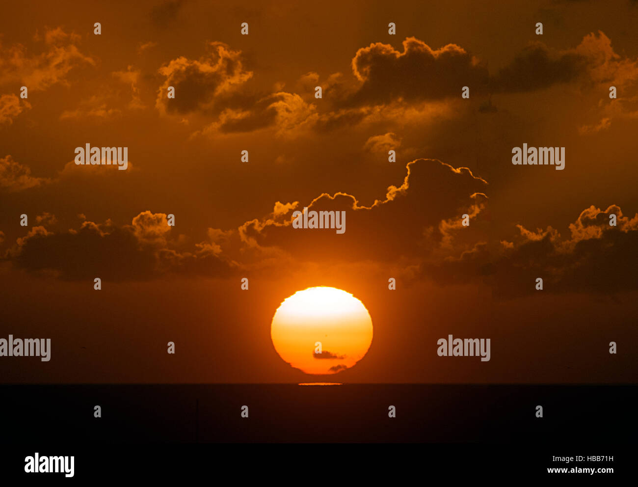 Stunning sunrise over the English Channel at Brighton, East Sussex Stock Photo