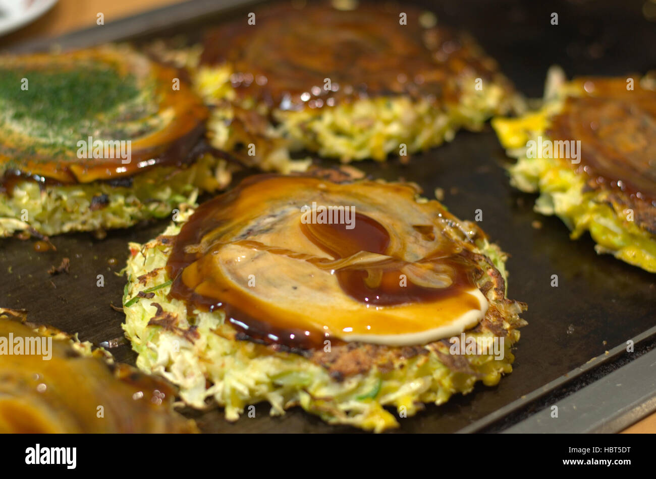 okonomiyaki-cooking-on-a-hot-plate-HBT5D