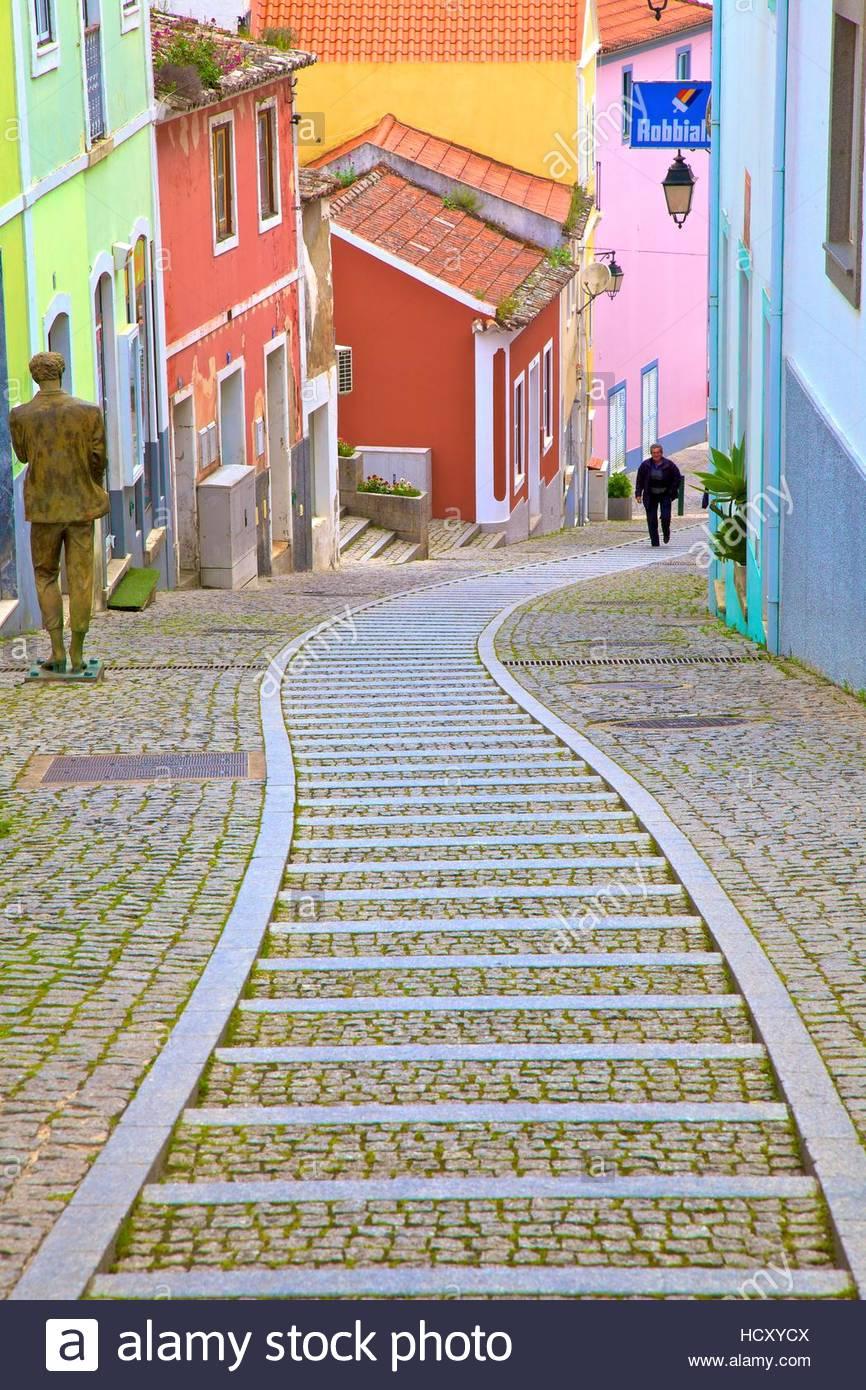 colourful-main-street-of-monchique-weste