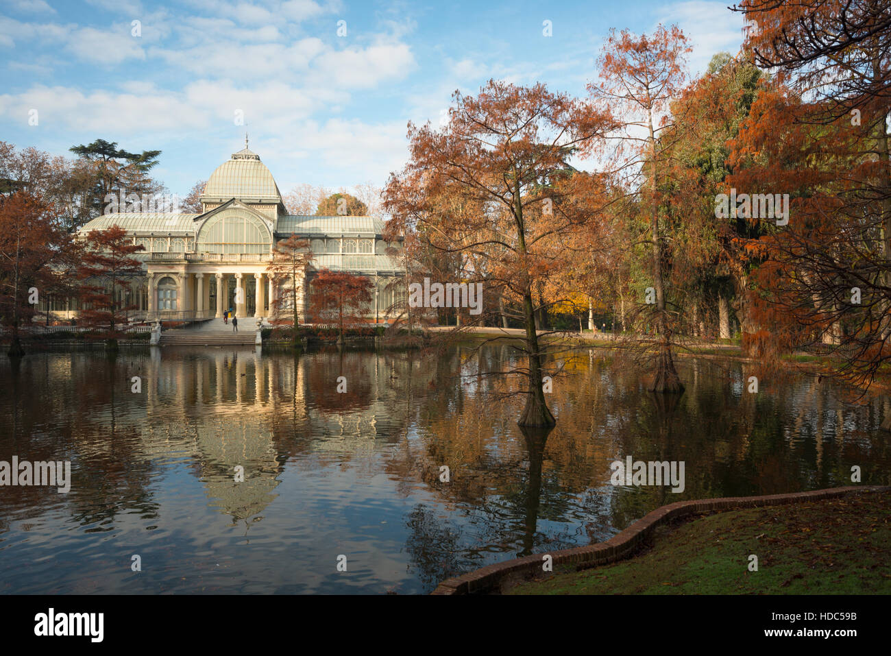crystal-palace-in-the-buen-retiro-park-m