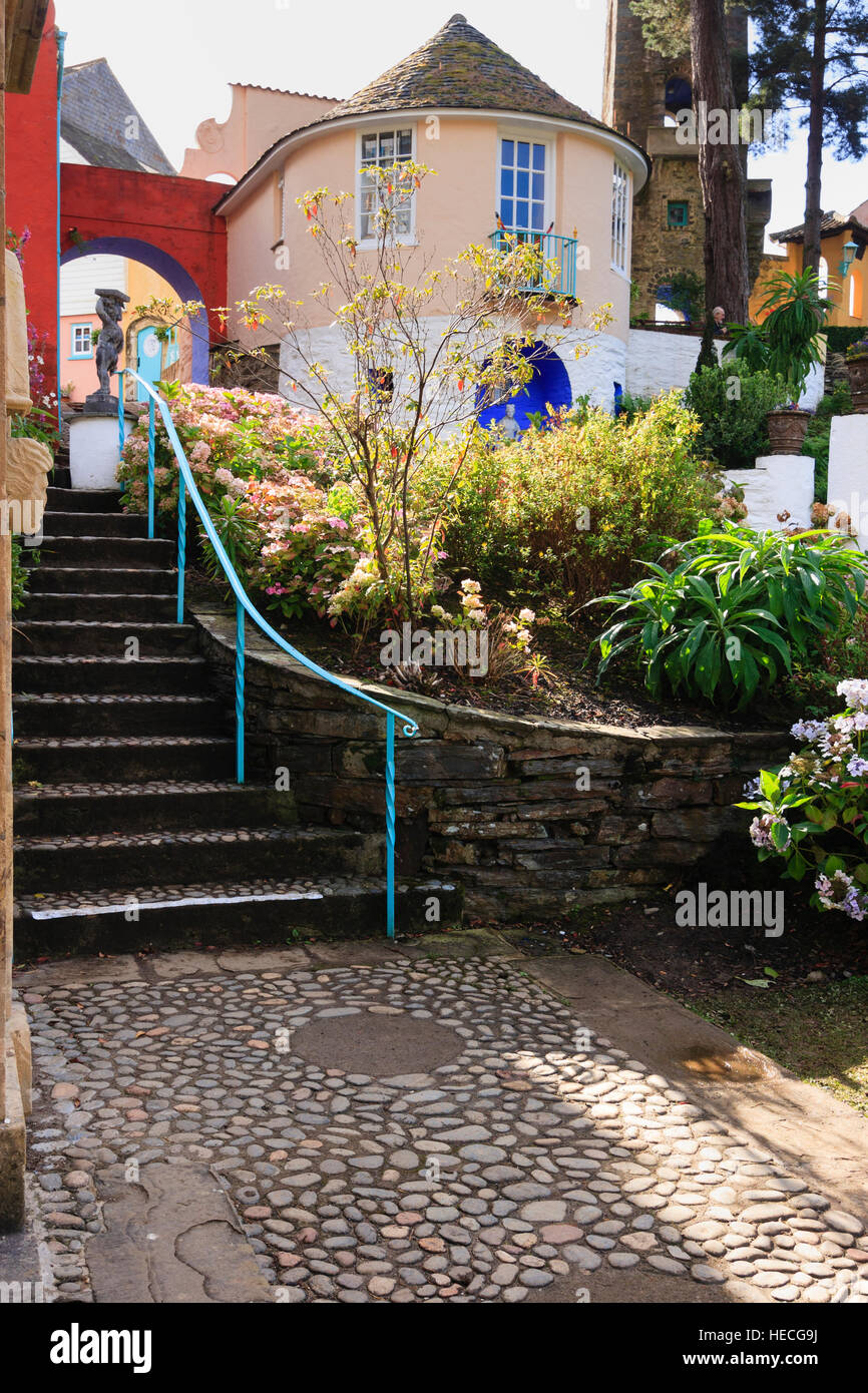 railed-steps-leading-up-to-the-round-house-prisoner-6-cottage-in-the-HECG9J.jpg