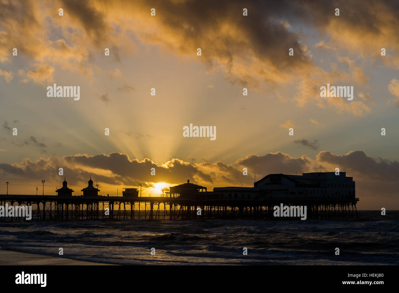 blackpool-uk-22nd-dec-2016-the-sun-sets-