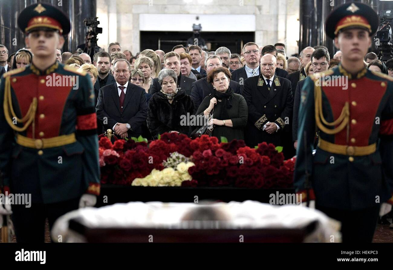 Moscow, Russia. 22nd Dec, 2016. Family and friends pay their respects to Russian Ambassador to Turkey Andrei Karlov Stock Photo