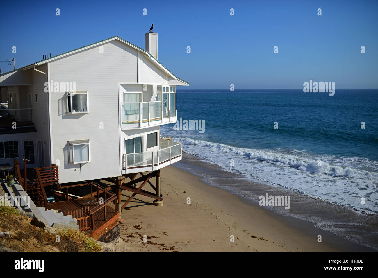 Beach front homes along pacific coast highway in malibu for Buy house in malibu